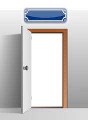 Tür mit Emailleschild