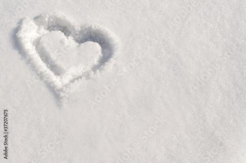 petit coeur dans la neige de delphotostock photo libre de droits 37207675 sur. Black Bedroom Furniture Sets. Home Design Ideas