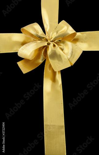 noeud dor emballage paquet cadeau fond noir photo libre de droits sur la banque d 39 images. Black Bedroom Furniture Sets. Home Design Ideas