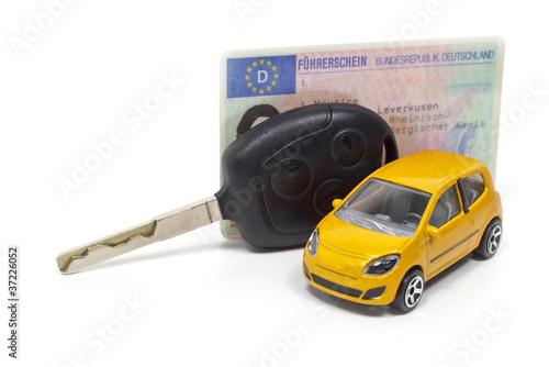Führerschein mit Autoschlüssel