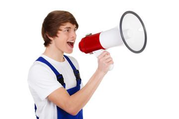 teenager im blaumann brüllt ins megafon