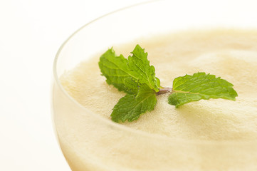 smoothie with mint closed-up