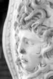 statua del mostro della mitologia greca Medusa poster