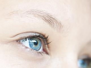 Oeil de jeune fille