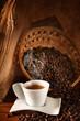 Caffè caldo con chicchi tostati
