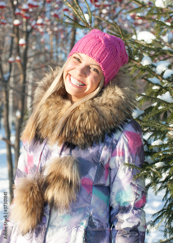 Winter woman in park