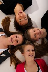 20.11.11 Teenager am Boden