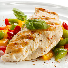 Grilled turkey fillet and vegetables