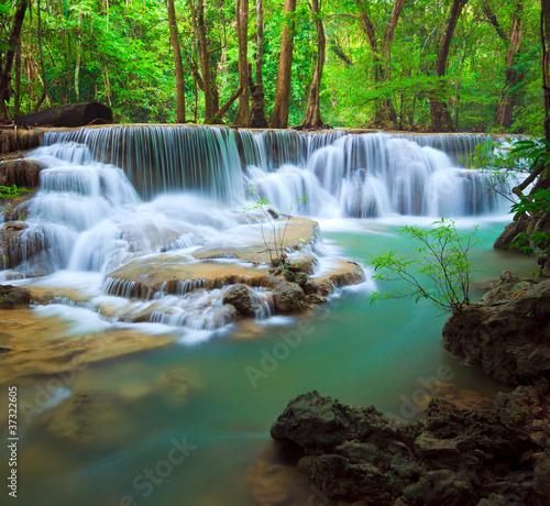 wodospad-z-krajobrazem