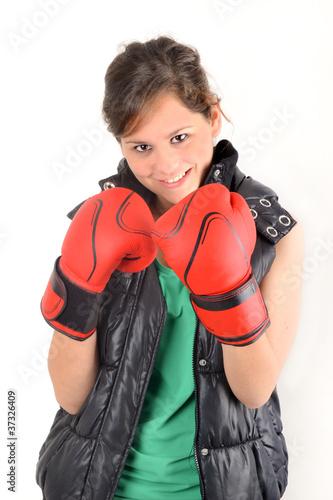Compétition - Jeune sportive avec gants de boxe