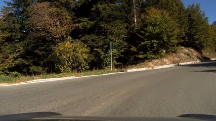 camera-car per una strada di montagna