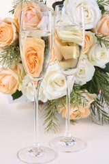 Champaign in front of Bouquet