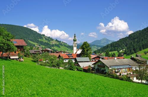 der malerische Urlaubsort Oberau in der Wildschönau - 37361604