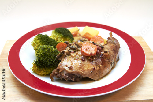 Braised rabbit with potatoes and broccoli