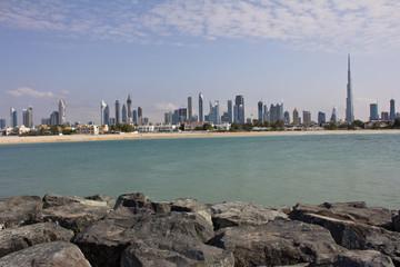 Blick auf Dubai vom Meer