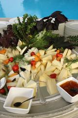 Composizione di formaggio a bordo piscina