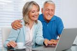 Fototapety Happy Couple Using Laptop