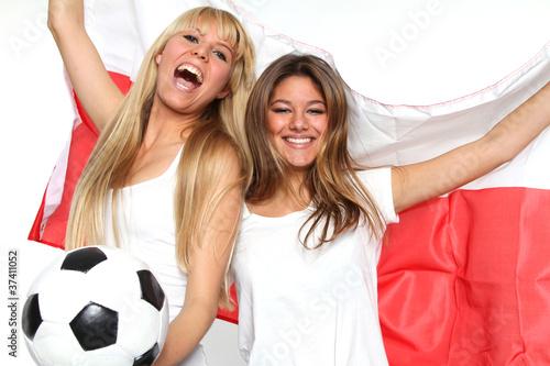Freundinnen mit Fahnen