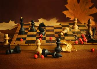 Chess and maple leaves1