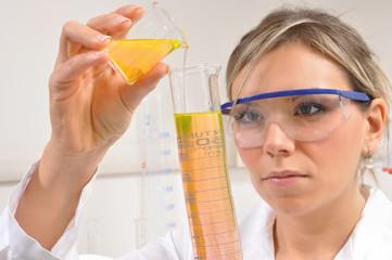Chimico in laboratorio