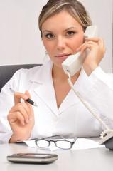 Medico al telefono