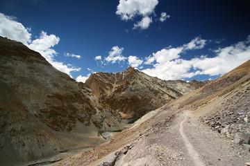 India trekking landscape
