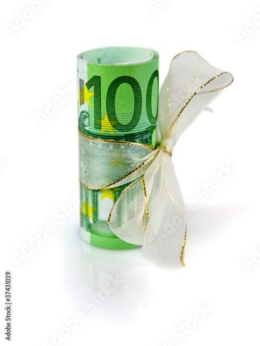 100-Euro-Bündel mit Geschenkband