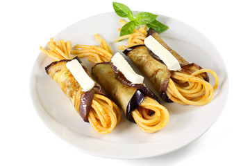 Pasta con involtini di melanzane - Pasta with eggplant rolls