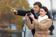 Paar macht Sightseeing in Stadt