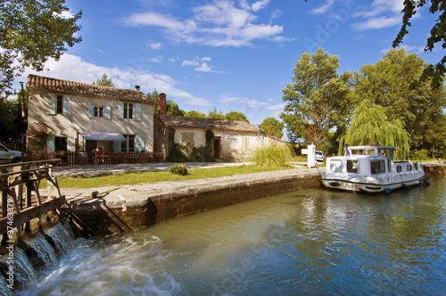 Fotobehang Kanaal Ecluse sur le canal du midi - France