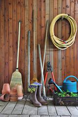 outils du jardinier, entreposé dans l'abris de jardin