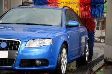 Auto al lavaggio