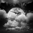 Ma�y prywatny samolot odrzutowy w nocnym niebie. Czarno-bia�e, kwadratowe co