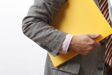 ビジネスマンと黄色いファイル