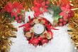 Vela de Navidad en la nieve