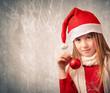 Bambina con il cappello di Babbo Natale