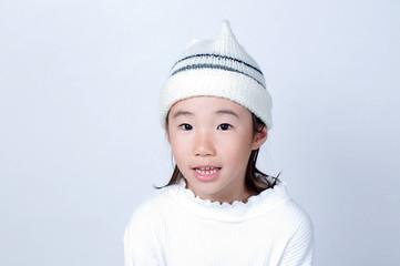 ニット帽の女の子