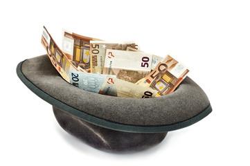 деньги в шляпе