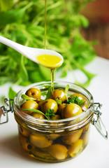 oliven - olivenöl - gartenkräuter