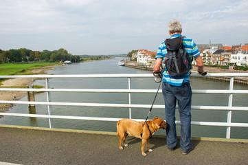 Looking over de river