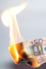 Euro Geld brennt