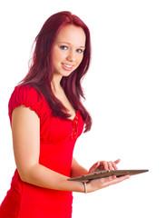 lachende Frau mit Tablet PC in den Händen schreibt