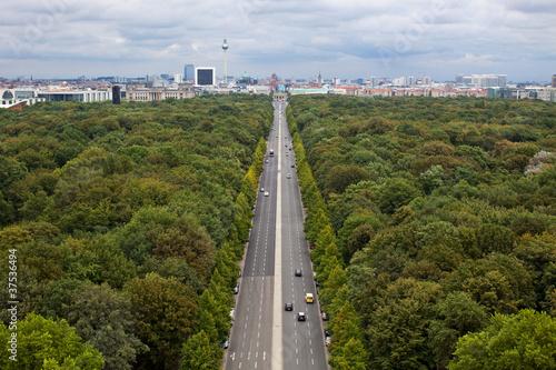 Berlin, strasse des 17.juni, widok na brandenburger tor