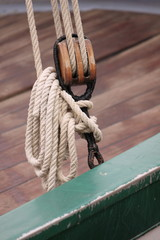 Corde in barca a vela