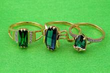 Anneaux de bijoux d'émeraude élégant