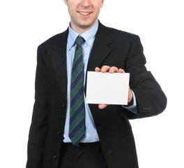 Giovane uomo che mostra il biglietto da visita