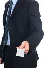 Giovane uomo d'affari da il biglietto da visita