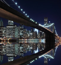Brooklyn Bridge en Manhattan Skyline At Night, New York