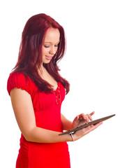 Frau schreibt auf Tablet Computer