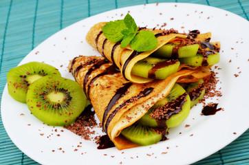 Kiwi crepes with chocolate sauce